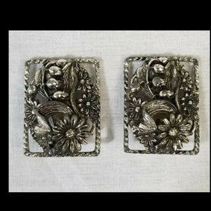 Vintage square daisy clip-on earrings